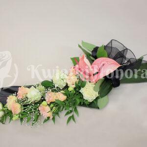 bukiet kondolencyjny pastelowy róż