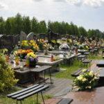Wieniec pogrzebowy od wnuków - jakie kwiaty i napis?
